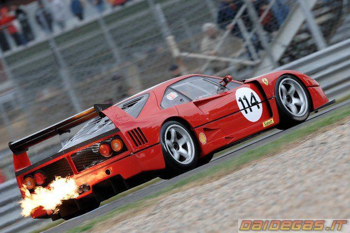 Ferrari F40 LM backfire, http://www.daidegasforum.com/forum/foto-video-4-ruote/529452-auto-fuoco-fiamme-compilation.html