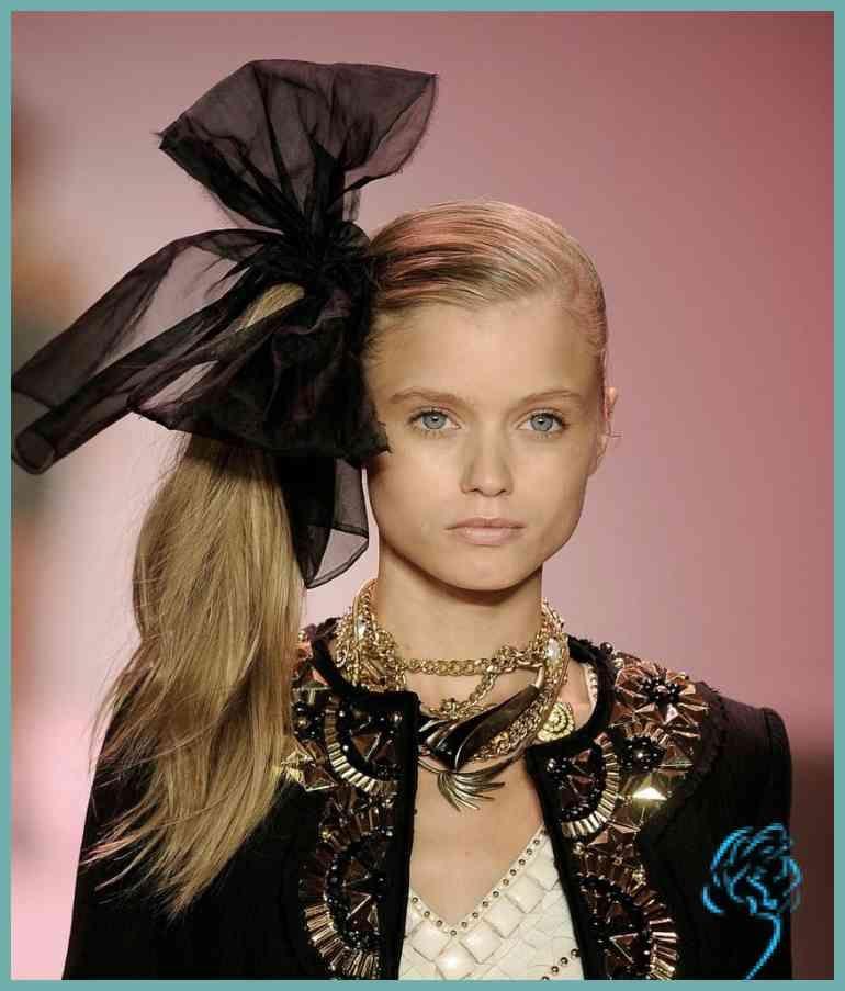 Style 80er Frisuren Pferdeschwanz Seitlich Modeschmuck Viel Band Damen Frisuren 80er Frisuren Frisuren Mit Stirnband Stilvolle Frisuren