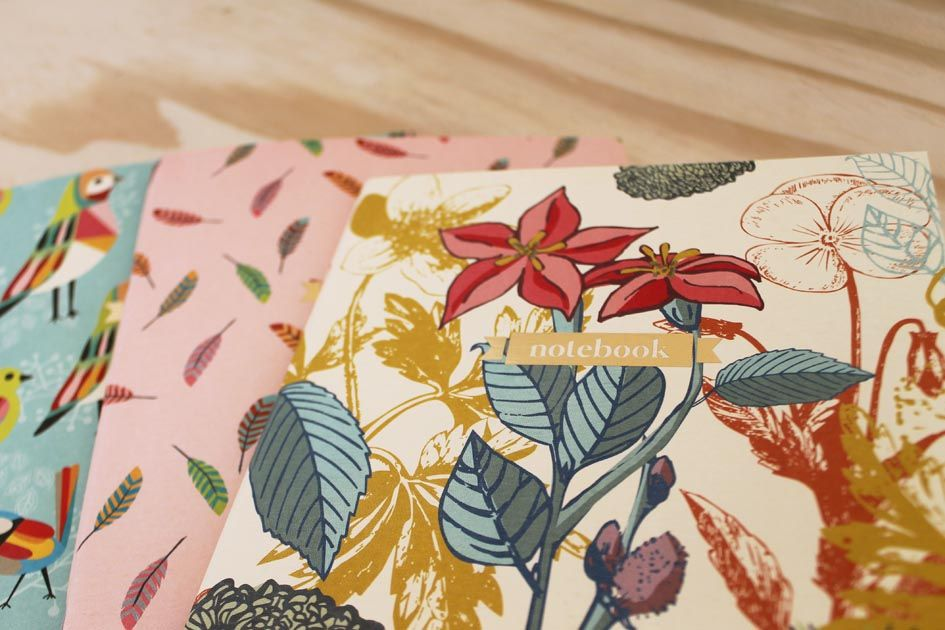 3 diseños diferentes, flores, plumitas o pajaritos.