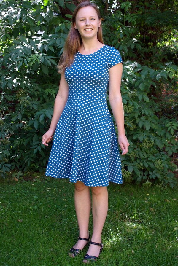 Kitschy Coo Lady Skater Dress pattern review by CatchingThreads ... 63a87b4fe