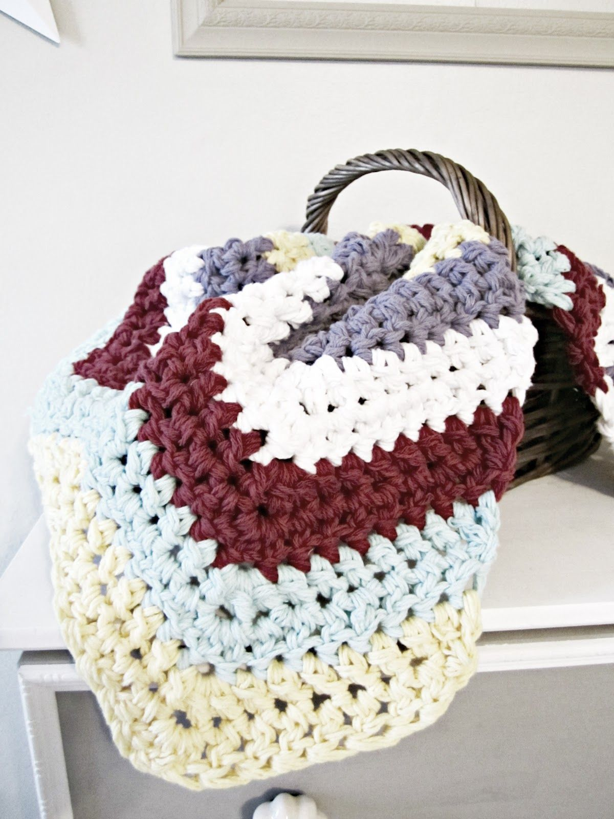 Chunky chevron blanket pattern-Q hook-4 strands together-nts:see crochet
