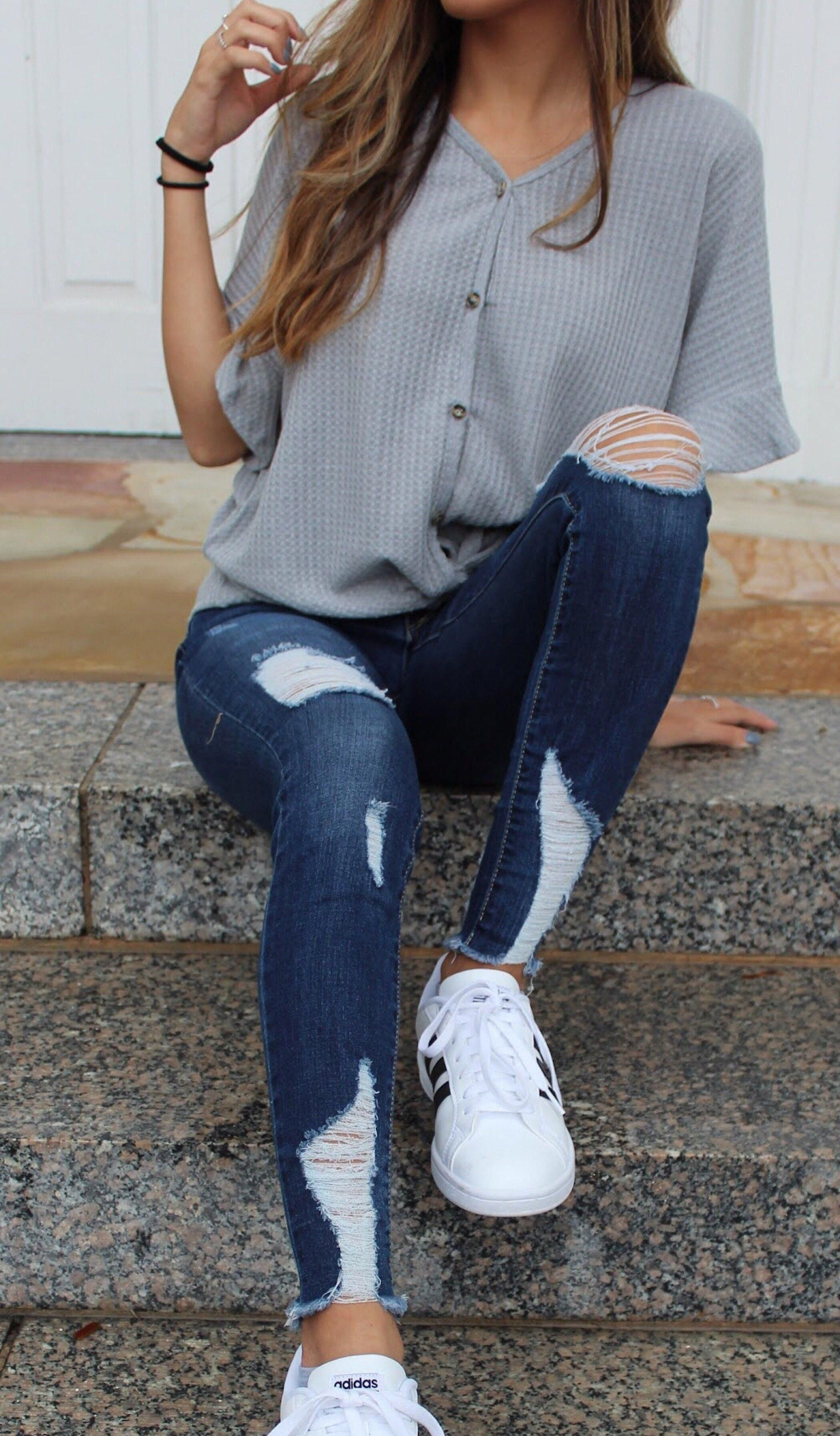 12 Astonishing Ripped Jeans Outfit Ideas - fashionssories.com