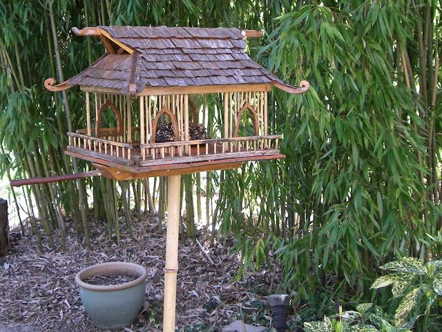 Mangeoires pour oiseaux r alisations faites par un ami dans son jardin jardin et plantes - Maison oiseau bois ...