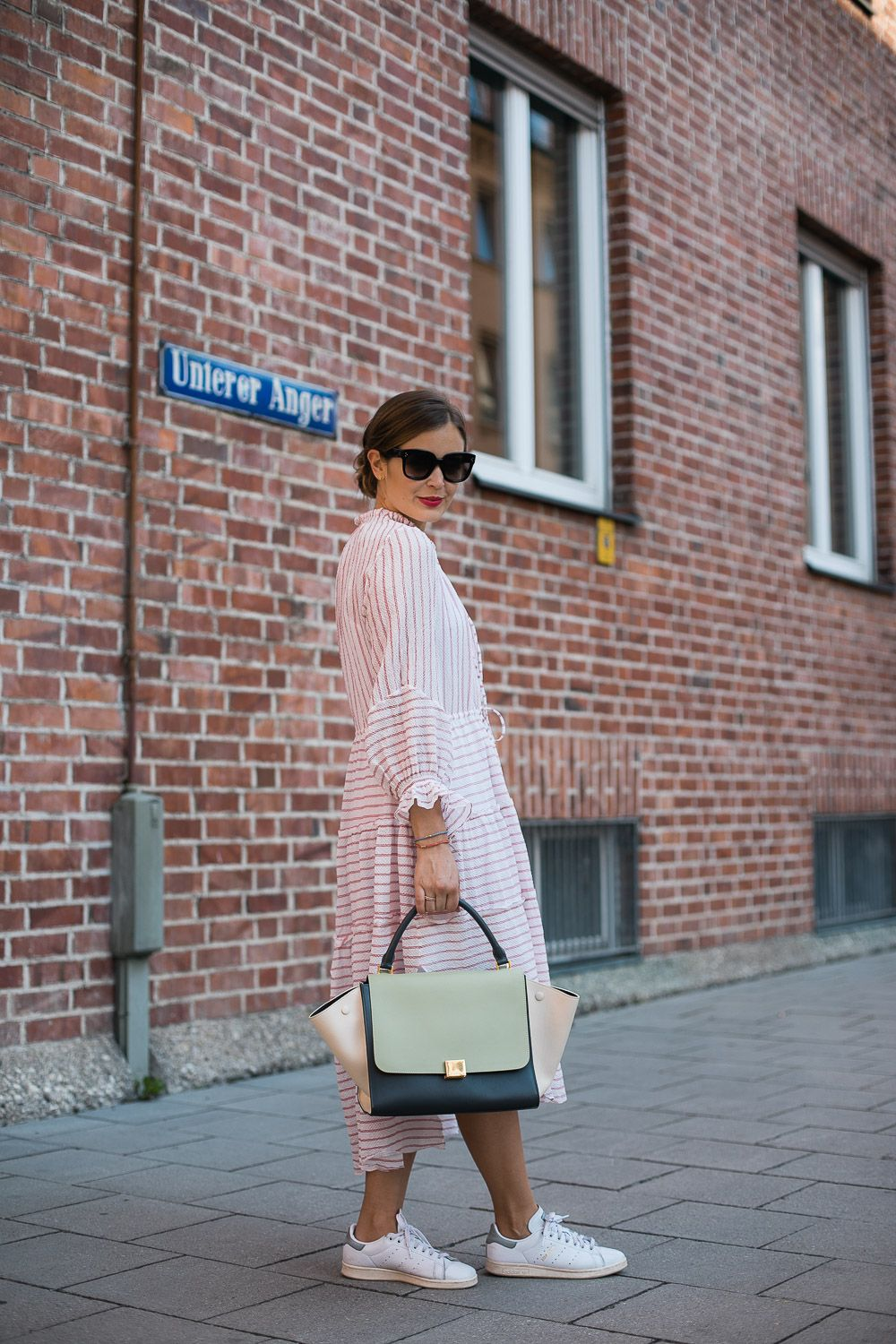 Sommerlook Mit Belize Kleid Und Celine Trapeze Bag Sommerlook