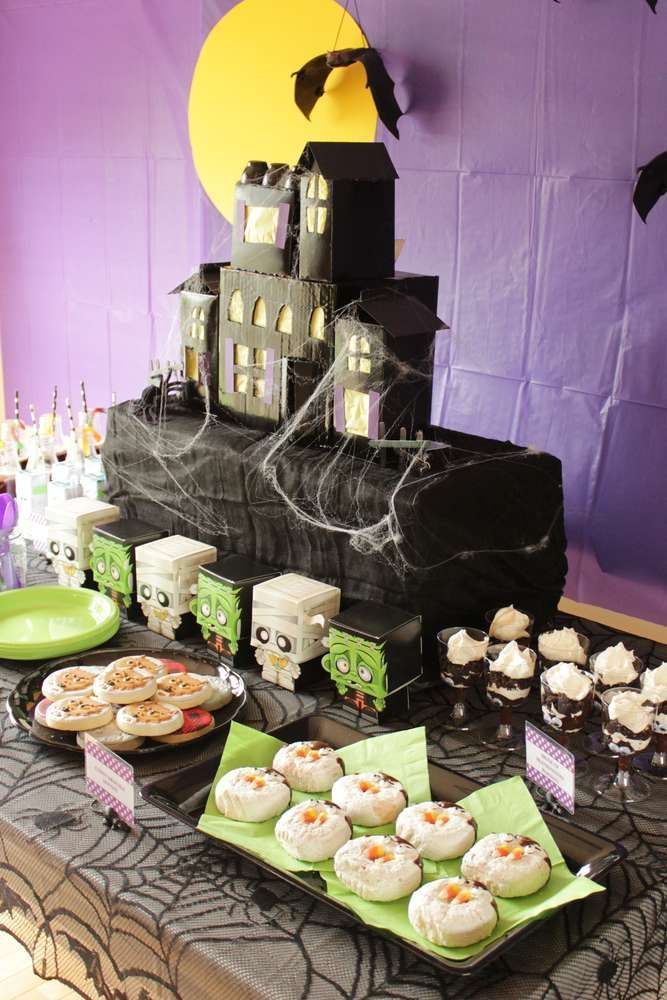 Check out the fun dessert table at this Monster Mash Halloween Party!! See more ... Check out the fun dessert table at this Monster Mash Halloween Party!! See more ...