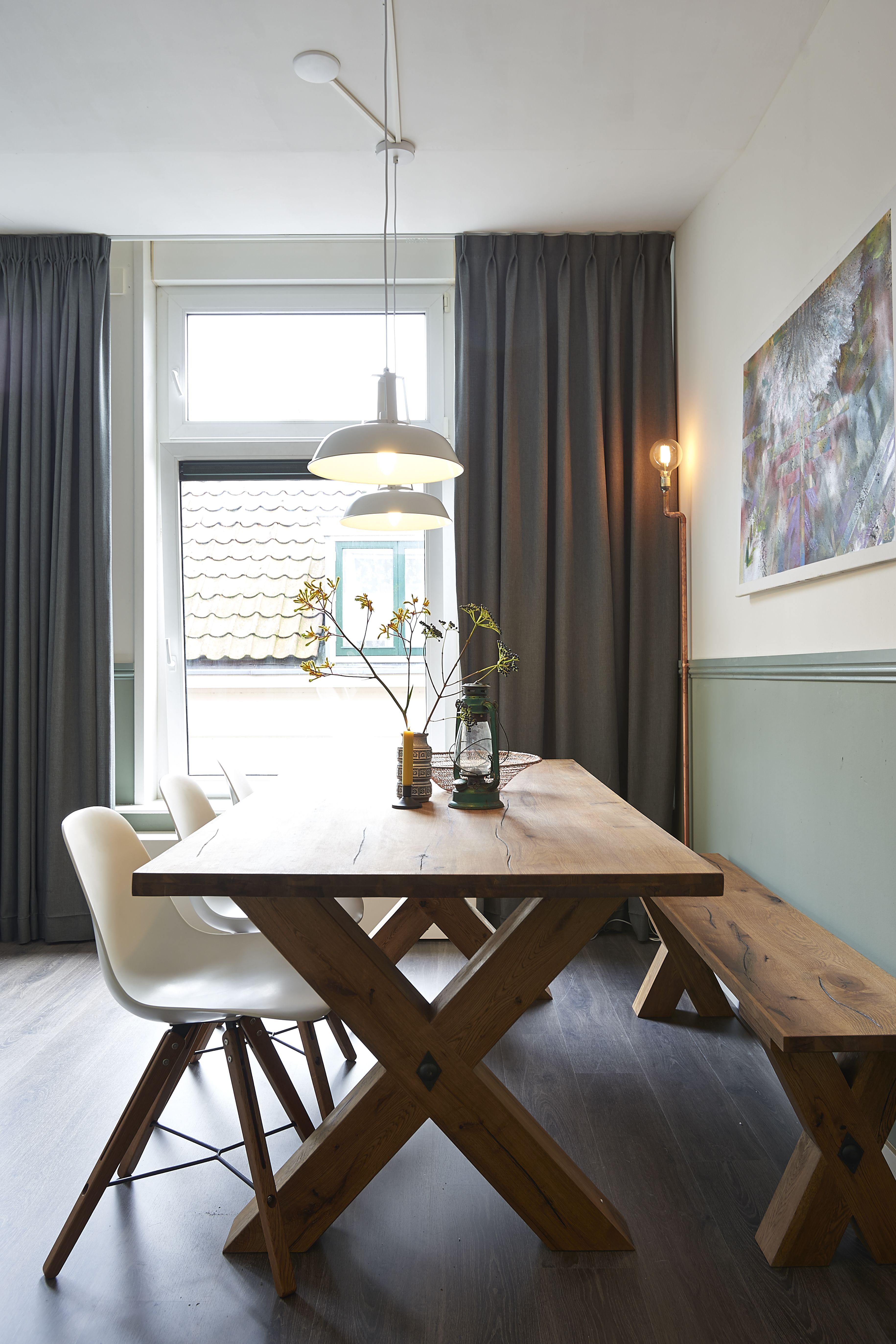Idee: eettafel met bank tegen muur eetkamer | Woonkamer | Pinterest ...
