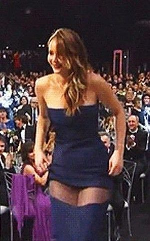 Jennifer Lawrence Dress Split Source Tnt I M So Glad That Even The Beautiful People Have Accidents Involving Clothing She S Pretty
