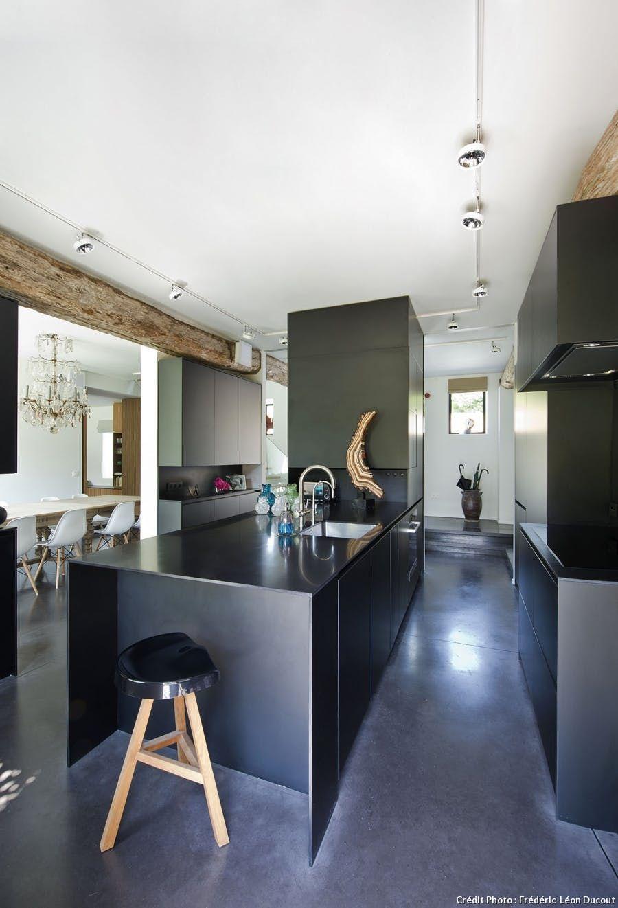 Cuisine îlot noir Basement kitchen, Dining area, Kitchen