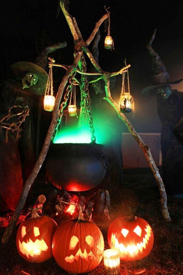 26 Stunning House Halloween Decorations Ideas Halloween eyes - halloween outside decoration ideas