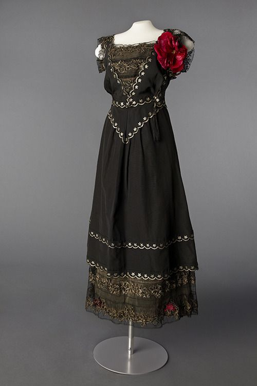 Neill evening dress ca. 1916 From the Drexel Historic Costume... - Fripperies and Fobs