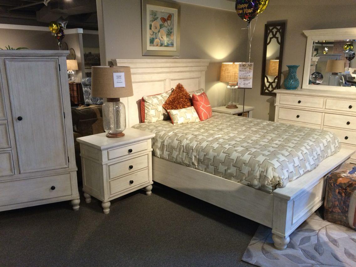 Best Ashley Furniture Marsilona Master Bedroom Makeover 400 x 300