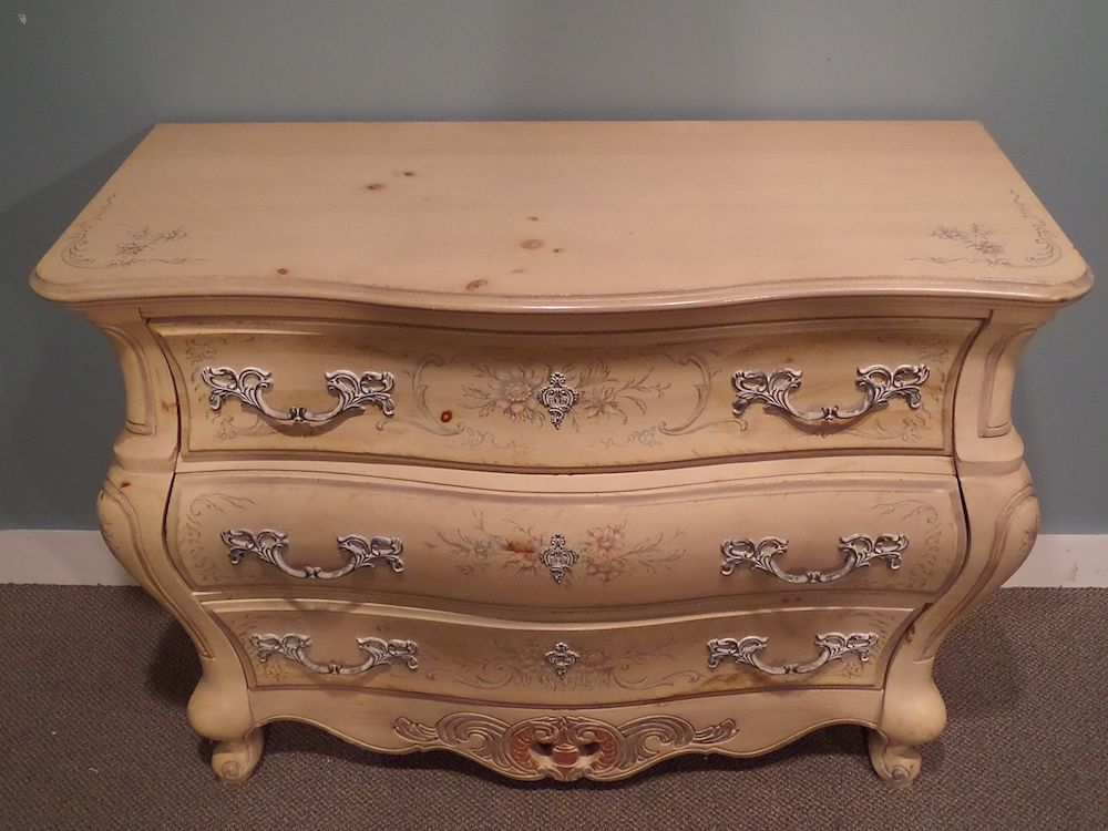 Pulaski venetian style bombe 39 chest hand painted solid for Hand painted chests