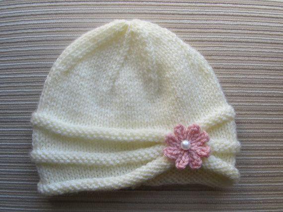 Photo of Sofortiger Download Strickmuster # 86 Mädchenhut mit gerollter Krempe und Blume in den Größen 6-9 Monate und 2-4 Jahre