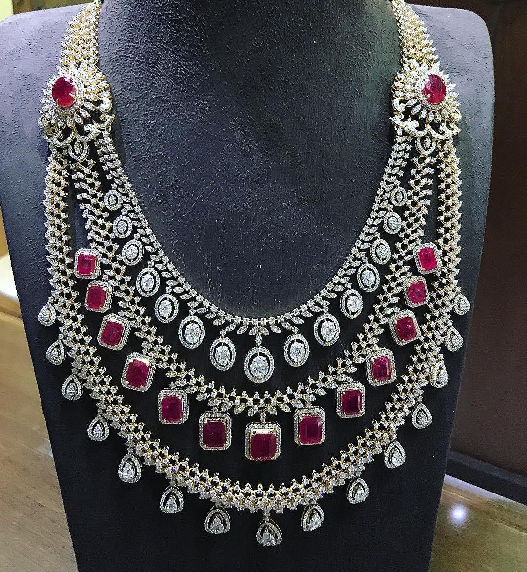 26 Breathtaking Heavy Diamond Necklace Set Designs South India Jewels Diamond Jewelry Set Diamond Necklace Set Real Diamond Necklace