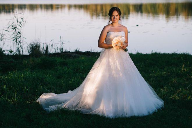 White One Toscana a-linjainen, pitsiyksityiskohtainen mekko