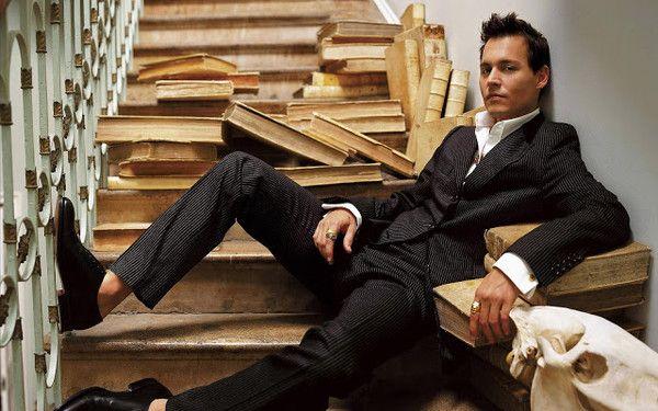 15 Hot Celebrity Guys Reading Books Blog Johnny Depp Wallpaper Johnny Depp Pictures Johnny Depp