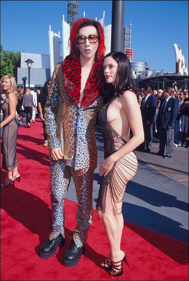 Rose Mcgowan In Well I Don T Know Chains With Her Ex Marilyn Manson Marilyn Manson Rose Mcgowan Red Carpet Outfits
