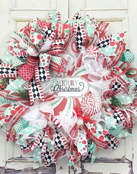 This Merry Christmas wreath in spectacular colors will will look