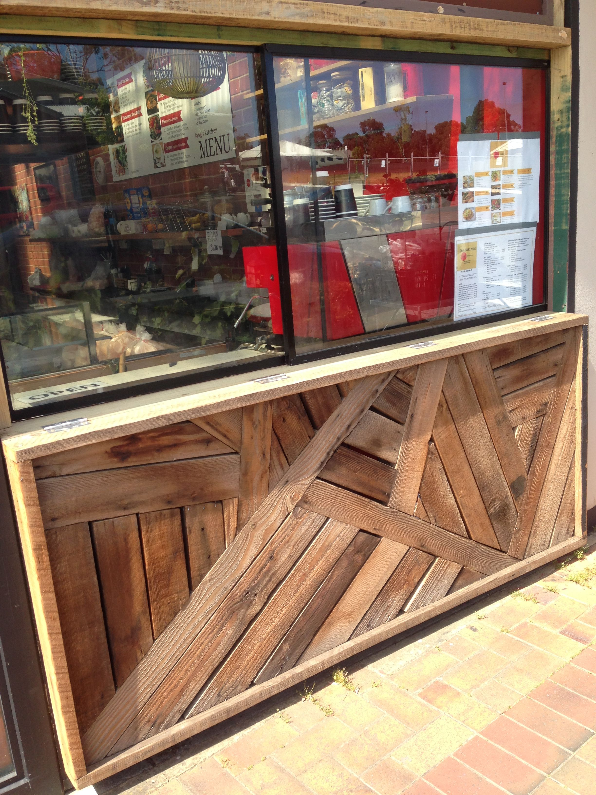 Pallet wood laid in an interesting way at McLaren Vale ...