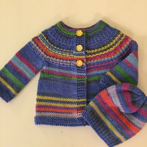 Tour d'horizon de beaux projets pour bébés et enfants: cardigan Hyphen – Frogginette Knitting Patterns   – knittings