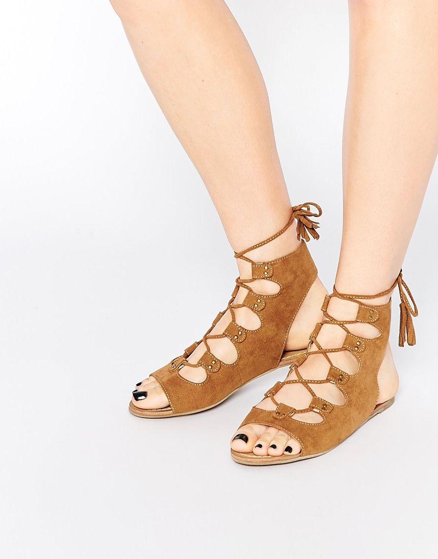 Boohoo - Sandales à lacets avec pompons à franges at asos.com