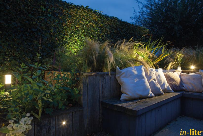 Tuin in appeltern staande lamp liv low dark buitenverlichting sfeervol buiten 12v