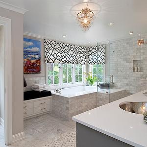 Photo of Tamara Mack Design – Badezimmer – Wasserklosett, eingebaute Bank, graue Farbe, Regen …