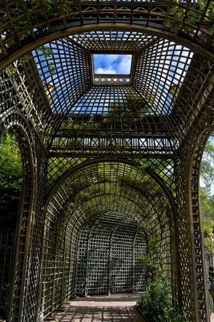 Parc du Château de Versailles, France - Bosquet de l'Encelade