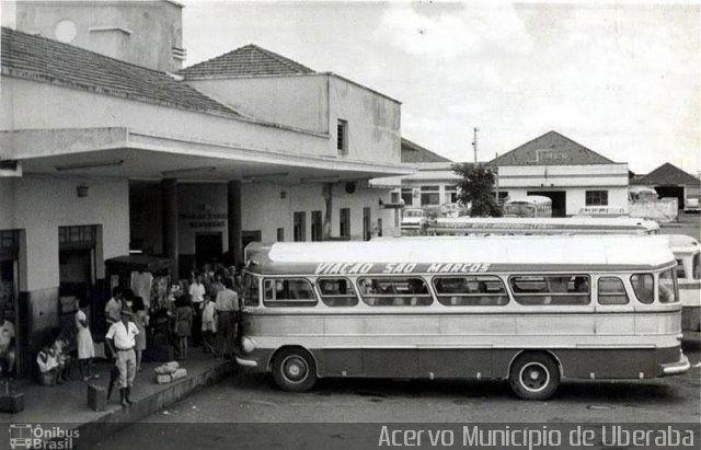 Ônibus da empresa São Marcos Turismo, carro S/N, carroceria CAIO Bossa Nova, chassi Mercedes-Benz LP-321. Foto na cidade de Uberaba-MG por Acervo Município de Uberaba, publicada em 01/01/2015 22:24:41.