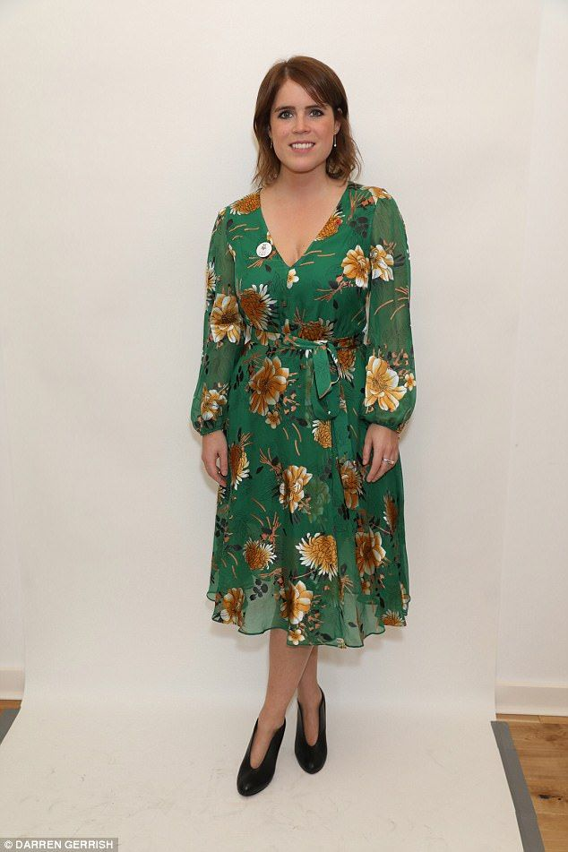 1-11-2017 prinses Eugenie  showed off her curves in a vibrant green £460 Alice + O...