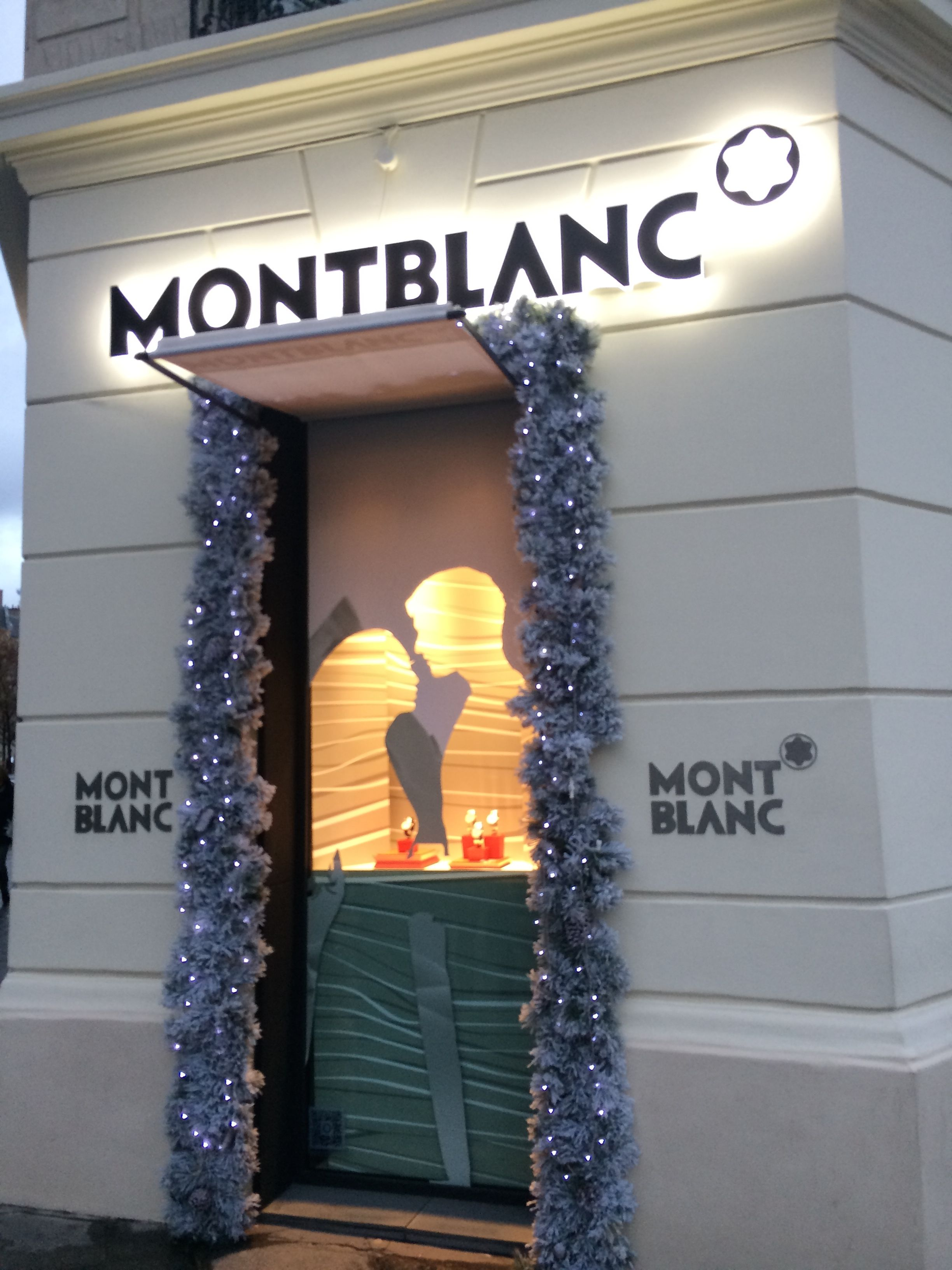another window display of 39 montblanc 39 at champs lys es street in paris pinterest. Black Bedroom Furniture Sets. Home Design Ideas