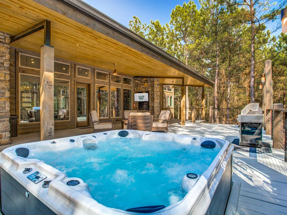 Broken Bow Vacation Cabins Strawberry Wine 2 Bedrooms Accommodates Up To 6 Guests Pet Friendly Wifi Hot Tub Hot Tub Lake Cabins Tub