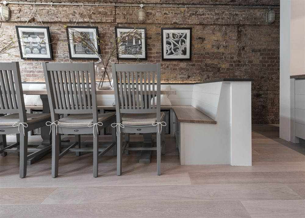 A Large Solid And Elegant Oak Table With Unique Leg Arrangement Making It Ideal For Parites Or Occasions
