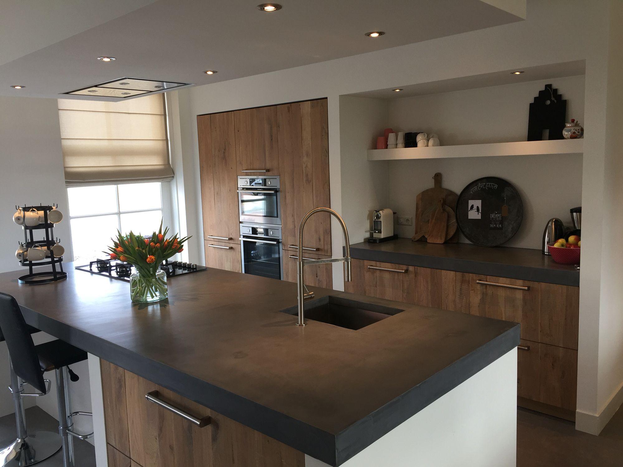 Beton Cire Keuken : Keuken met blad van beton cire en fronten van hout keuken