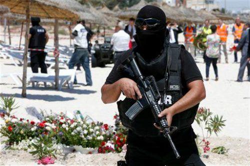 Lời khuyên để tránh rủi ro khủng bố khi du lịch  Phải làm gì khi bị bao vây giữa các tay súng, thoát ra đó như thế nào, nên liên lạc với ai… là những băn khoăn của du khách sau vụ khủng bố khách sạn bên bờ biển ở Tunisia.  #dulichvietnam #24hdulich #tintucdulich #sotaydulich #camnangdulich�