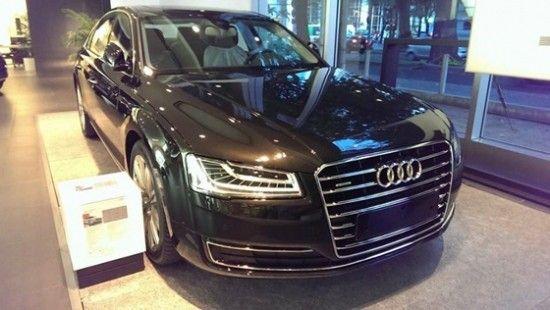 Audi A8 2014 về Việt Nam với hệ thống đèn công nghệ cao  http://oto-xemay.vn/xem-tin-tuc/audi-a8-2014-ve-viet-nam-voi-he-thong-den-cong-nghe-cao-13642.html
