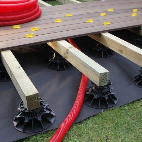 passage de cables électrique sous une terrasse bois pour installer - terrasse bois sur plots reglables