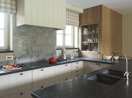 Modern landelijke keuken massief eik gecombineerd met fineer gelakt tongue and groove for Interieur moderne