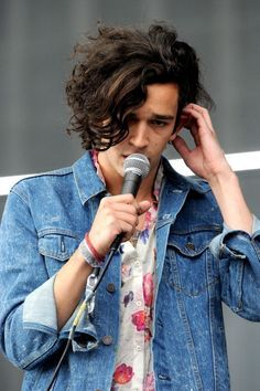 Hello I Want This Haircut Matty Healy The 1975 Matthew Healy