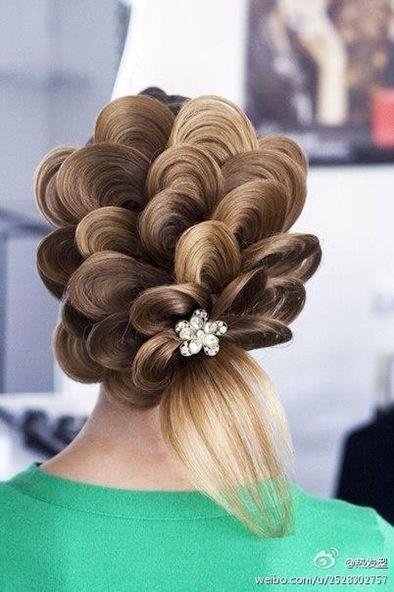 تسريحات شعر للحفلات والمناسبات ناعمه و رائعه Artistic Hair Hair Styles Crazy Hair