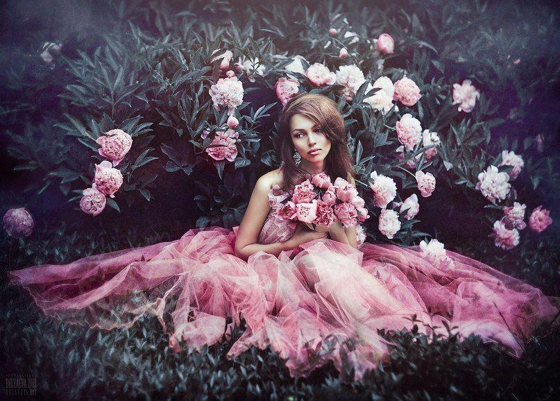 Картинки девочка с цветами в руках винтаж