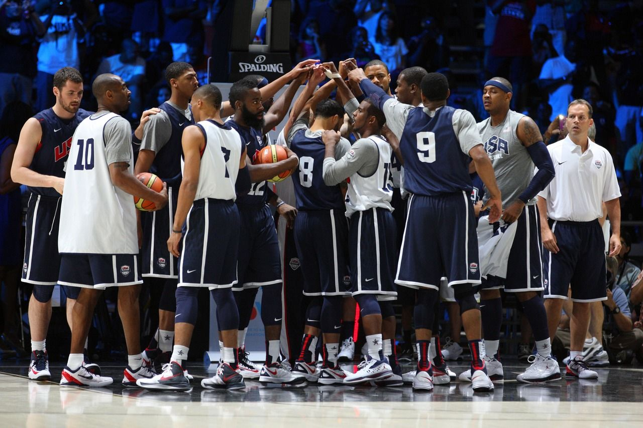 Team Usa Huddles Up During Practice Nba Scores Love And Basketball Nba Players