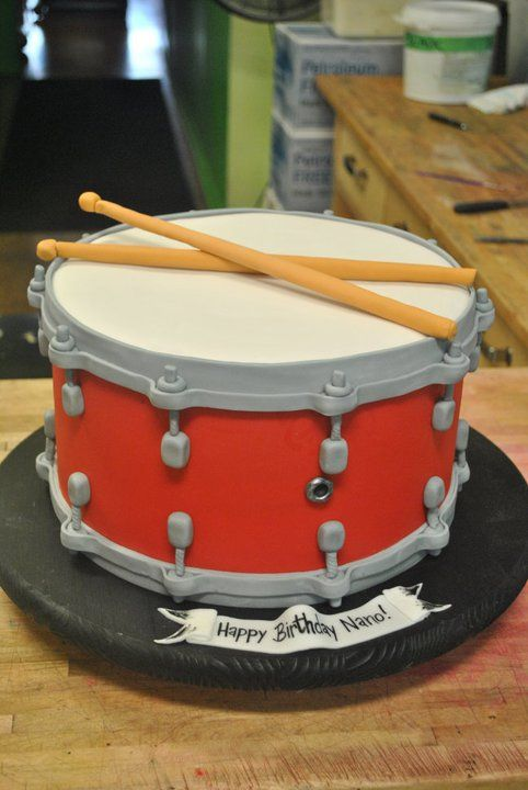 Drum cake - For all your cake decorating supplies, please visit craftcompany.co.uk