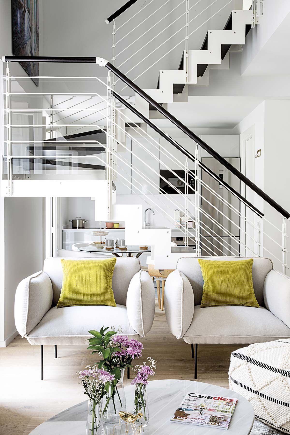 Un coqueto d plex de 50 metros cuadrados casa y for Diseno de apartamentos de 50 metros cuadrados
