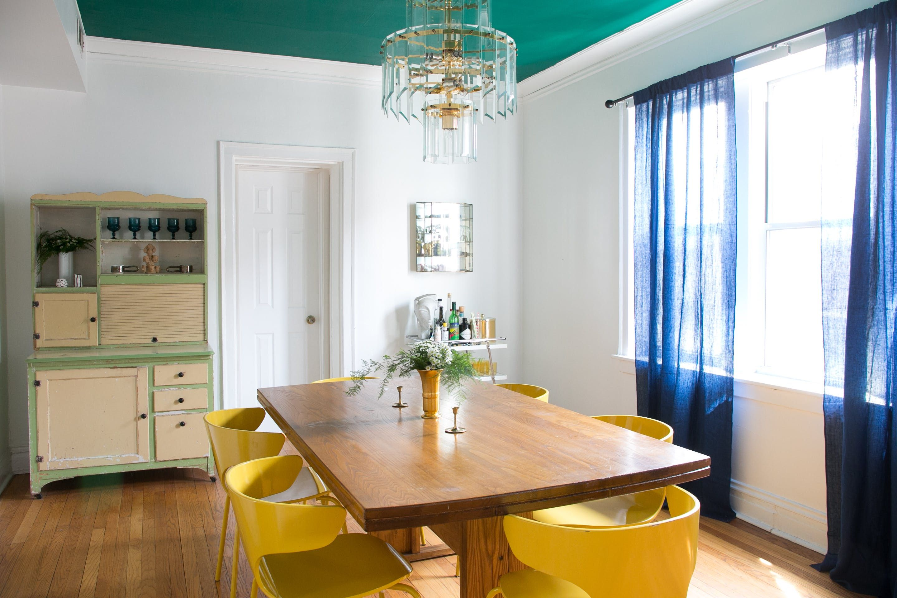 Good Meghanu0027s Gorgeous Dining Room With A Pop Of Green On The Ceiling. On The  Left