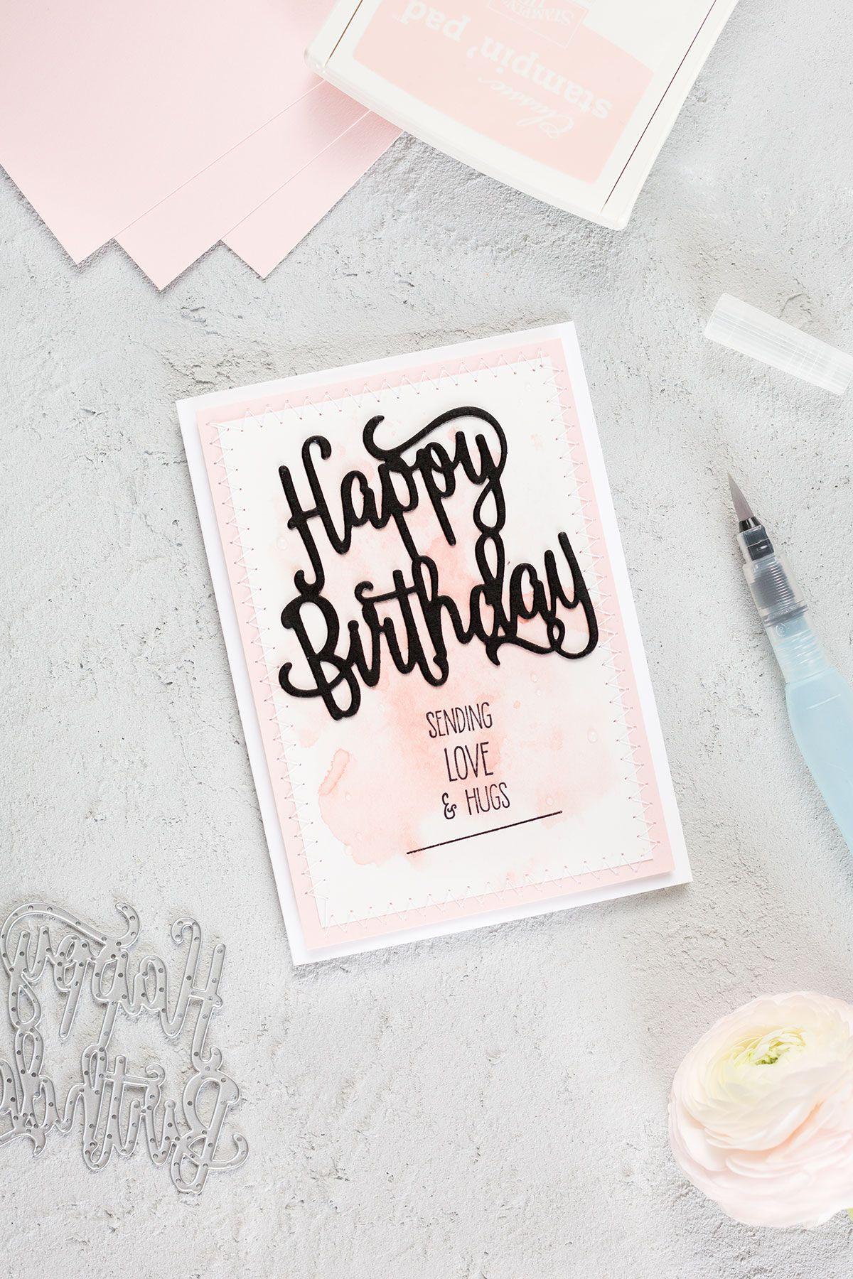 Eine Geburtstagskarte in der Farbe Puderrosa, welche mit den ...