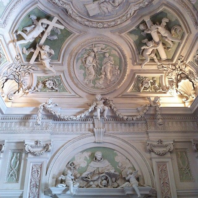 Spuma di Sciampagna Stucchi dell'atrio dell'Orarorio di San Francesco #Perugia2019 foto di @paraihc
