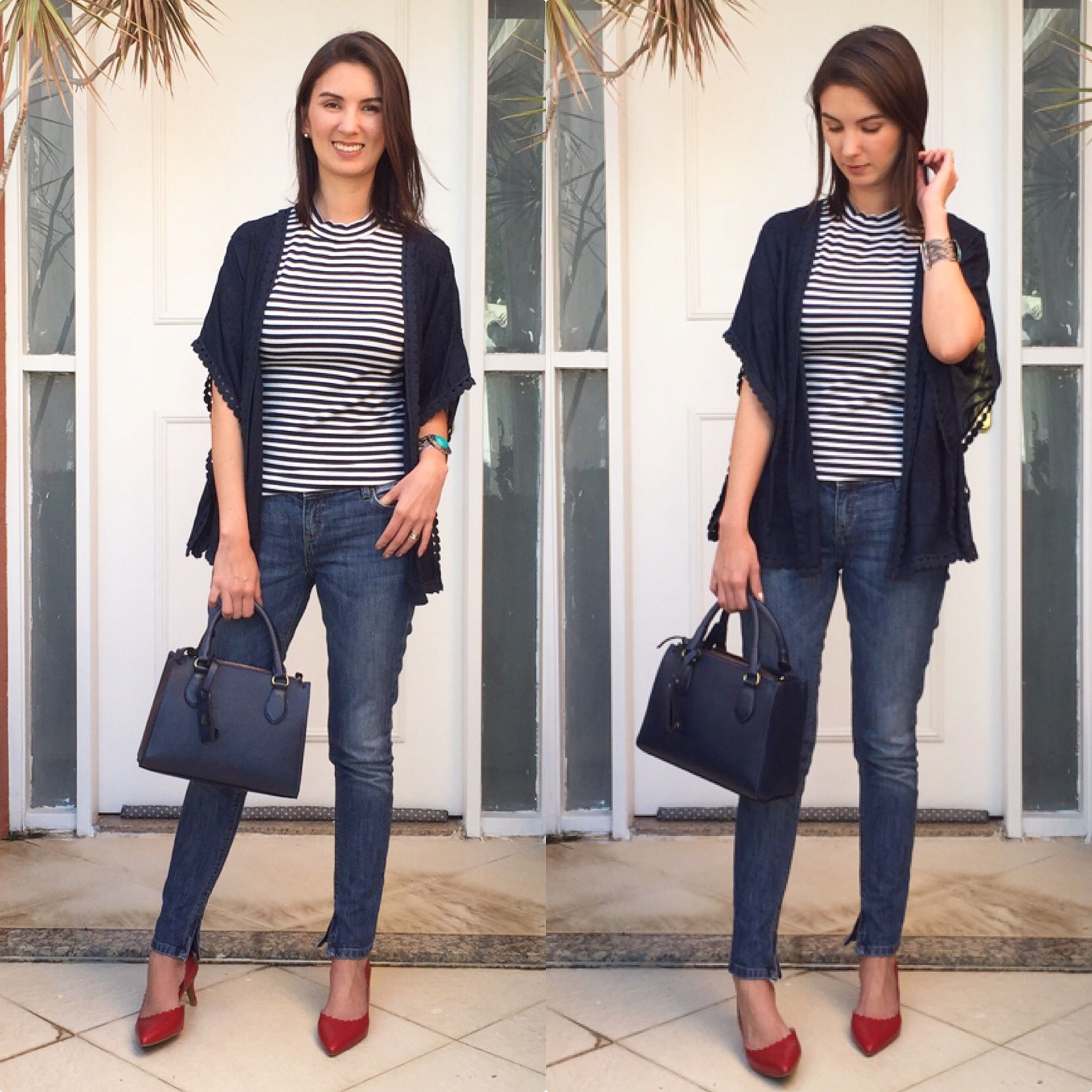 0aa9ea2b1acde3 Look com blusa listrada, kimono azul marinho, calça jeans, bolsa azul e  scarpin