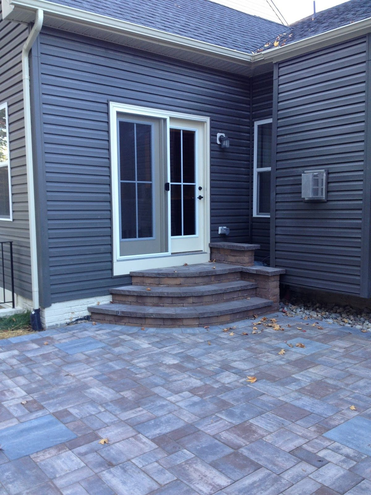 Cambridge Ledgestone Paver  Riverbed Blend with Montauk Blue Border