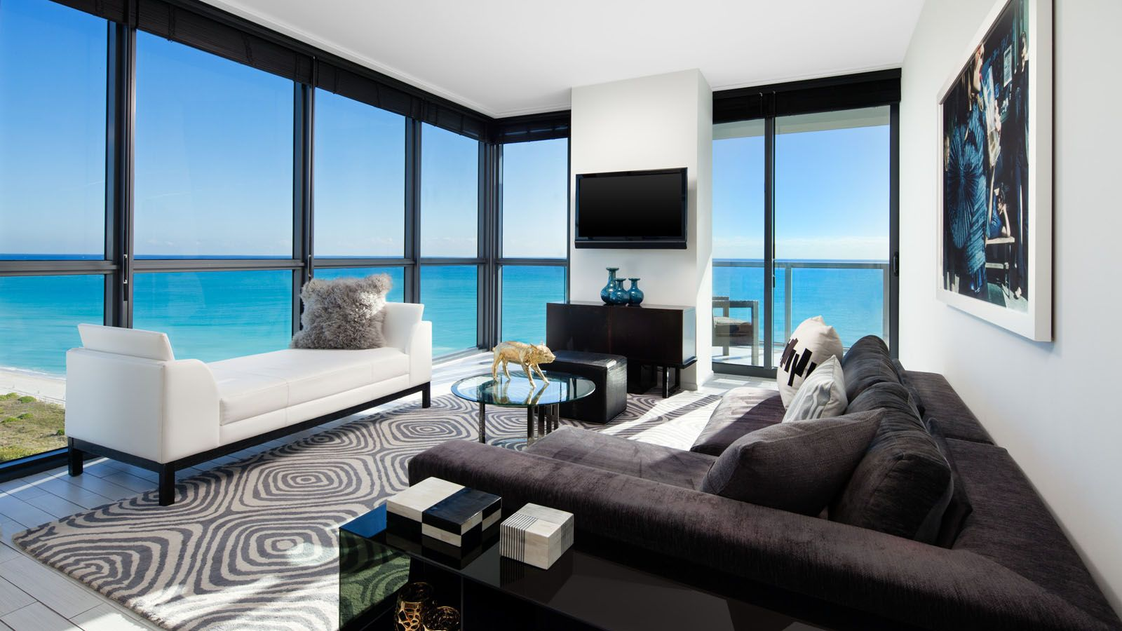 W South Beach Marvelous Suite Living Room